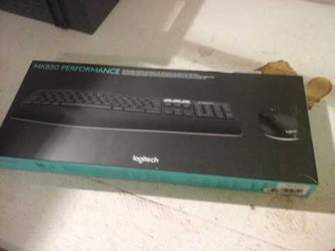 Lot 15 LOGITECH MK850 PERFORMANCE KEYBOARD AND MOUSE SET