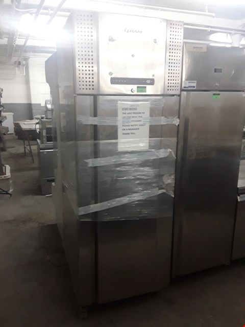 Lot 92 GRAM TALL REFRIGERATION UNIT