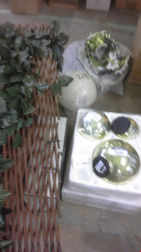 Lot 2181 A LOT OF 4 ASSORTED  CHRISTMAS ORNAMENTS  AND 1 GARDEN HOME TRELLIS.