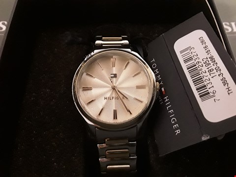 Lot 1304 TOMMY HILFIGER BLUSH SUNRAY AND ROSE GOLD DIAL WRIST WATCH RRP £165.00