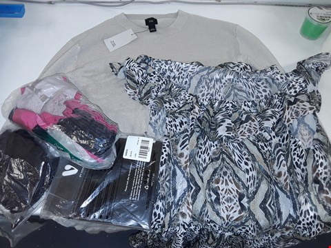Lot 13648 LOT OF 5 ASSORTED CLOTHING ITEMS TO INCLUDE MEDIUM RIVER ISLAND JUMPER