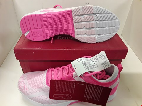 Lot 4064 PAIR OF DESIGNER PINK TRAINERS IN THE STYLE OF REEBOK SIZE UK 6