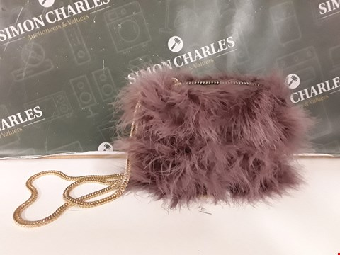 Lot 12114 BRAND NEW RIVER ISLAND DARK PINK FURRY CLUTCH BAG WITH GOLD CHAIN