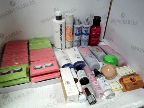 Lot 11063 LOT OF ASSORTED HEALTH & BEAUTY PRODUCTS TO INCLUDE: FAUX EYELASHES, DOVE BODY LOTION, NAUGHTY WAVE HELLO SHAMPOO & CONDITIONER, ASSORTED BATHROOM & COSMETICS PRODUCTS