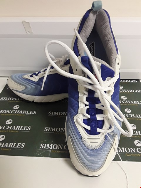 Lot 3128 PAIR OF DESIGNER WHITE AND BLUE REEBOK STYLE TRAINERS SIZE UK 7