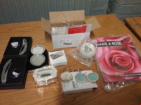 Lot 7114 BOX OF APPROXIMATELY 10 ASSORTED ITEMS TO INCLUDE NAME A ROSE GIFT, PERSONALISED PHOTO KEYRING AND PERSONALISED ANTIQUE TRINKET BOX RRP £194