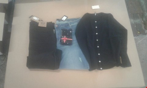 Lot 7076 BOX OF APPROXIMATELY 31 X ASSORTED CLOTHING ITEMS TO INCLUDE CREW NECK CARDIGAN, CHLOE SKINNY JEANS AND 50 DENIER DIAMANTE TIGHTS