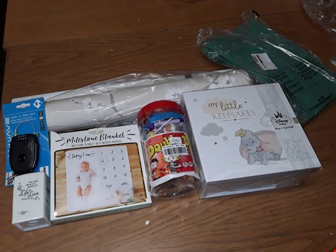 Lot 68 LOT OF APPROXIMATELY 8 ASSORTED HOMEWARE ITEMS TO INCLUDE DISNEY BABY KEEPSAKE BOX, RETRO SWEET TUB AND M-WAVE COMBINATION LOCK