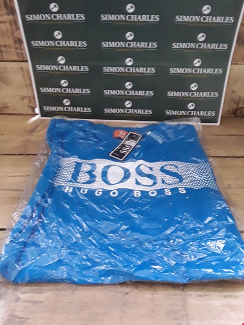 Lot 111 DESIGNER BLUE FABRIC T-SHIRT IN THE STYLE OF HUGO BOSS SIZE L