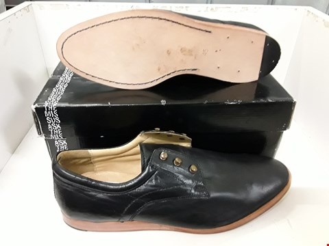 Lot 4130 PAIR OF DESIGNER BLACK LEATHER MENS SHOES SIZE EU 45
