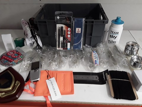 Lot 163 BOX OF APPROXIMATELY 28 ASSORTED ITEMS TO INCLUDE STRING LIGHTS, WATER BOTTLE,  PENS ETC
