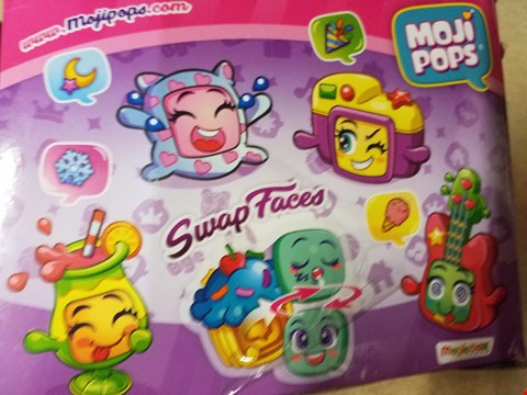 Lot 2010 A BOXED MOJIPOPS SWAP FACES SET