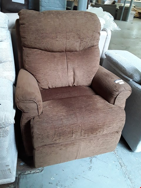 Lot 2062 QUALITY BRITISH MANUFACTURE HARDWOOD FRAMED DESIGNER BROWN FABRIC POWER RECLINING EASY CHAIR