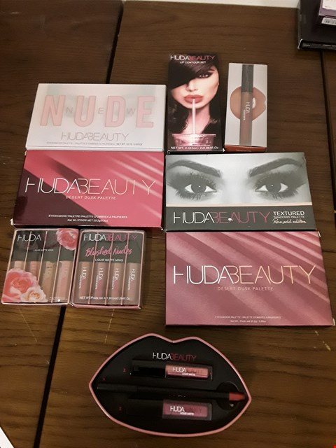 Lot 2122 BOX OF APPROXIMATELY 9 HUDABEAUTY ITEMS TO INCLUDE DESERT DUSK PALETTE, LIP CONTOUR SET AND BLUSHED NUDES LIQUID MATTE MINIS