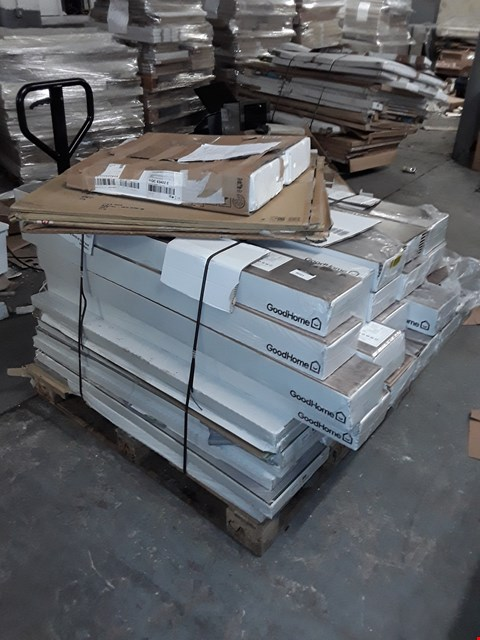 Lot 3045 PALLET OF ASSORTED LAMINATE FLOORING  RRP £1081.00