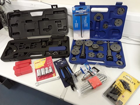 Lot 112 TRAY OF ASSORTED TOOLS, TIMING CHAIN TOOL, SOCKETS, ROUTER BITS, HEX KEY SETS, LINK TOOL,  (TRAY NOT INCLUDED)