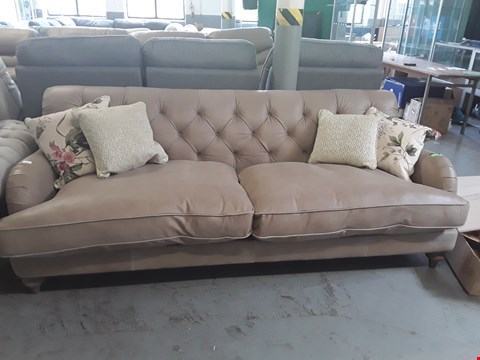 Lot 63 QUALITY BRITISH DESIGNER, CARAMEL LEATHER BUTTON BACK 3 SEATER SOFA WITH CONTRAST SCATTER BACK CUSHIONS