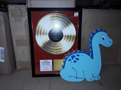 "Lot 554 LOT OF 2 ITEMS TO INCLUDE PERSONALISED DINOSAUR LED WALL LIGHT AND PERSONALISED ""OUR SONG"" FRAMED PICTURE RRP £50.00"