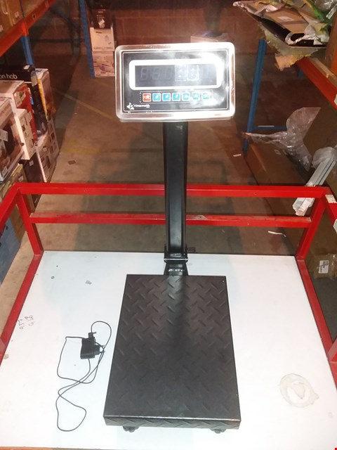 Lot 1501 INDUSTRIAL SCALE WITH 30X40CM PLATFORM 100KG