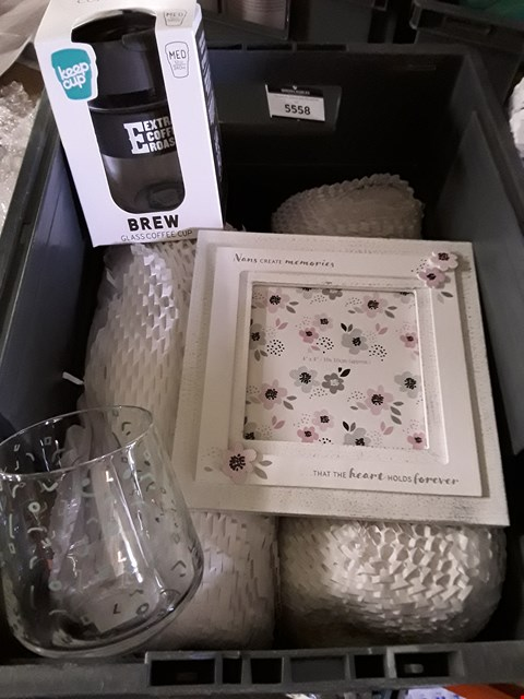 Lot 5544 BOX OF ASSORTED ITEMS TO INCLUDE NAN PHOTO FRAME AND BREW GLASS COFFEE CUP