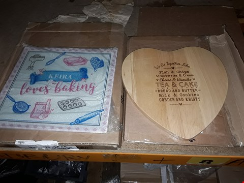 Lot 1095 LOT OF 3 ITEMS TO INCLUDE TEA AND CAKE CHOPPING BOARD AND PERSONLISED BAKING BOARD
