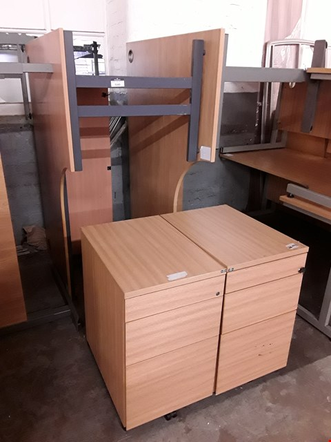 Lot 7252 LOT OF 4 ASSORTED OFFICE FURNITURE ITEMS INCLUDES 2 LARGE DESKS AND 2 DRAWERED CABINETS