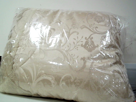 Lot 681 PATIENCE BEDSPREAD THROW AND PILLOW SHAM  RRP £119.00