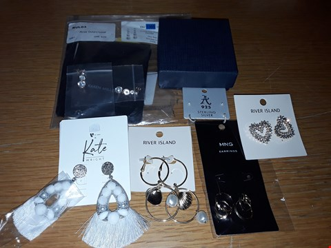 Lot 4195 LOT OF APPROXIMATELY 25 ASSORTED JEWELLERY ITEMS TO INCLUDE TOMMY HILFIGER, KATE WRIGHT AND RIVER ISLAND