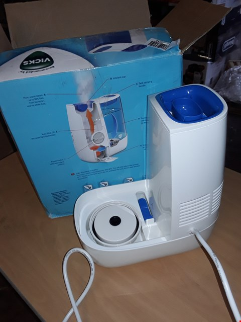 Lot 578 VICKS WARM MIST HUMIDIFIER
