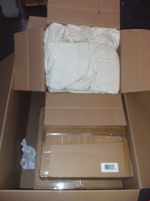 Lot 1384 BOX OF APPROXIMATELY 6 ASSORTED ITEMS OF ALISON CORK BEDDING