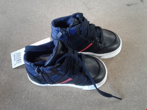 Lot 520 PAIR OF HUGO BOSS HIGHTOP NAVY BLUE/RED TRAINERS BABY S5