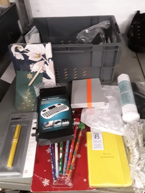 Lot 14 BOX OF APPROXIMATELY 20 ASSORTED ITEMS TO INCLUDE MINI KEYBOARDS, STATIONERY, STRING LIGHTS ETC