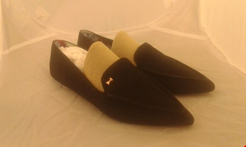 Lot 2034 PAIR OF TED BAKER FLAT SHOES SIZE 38