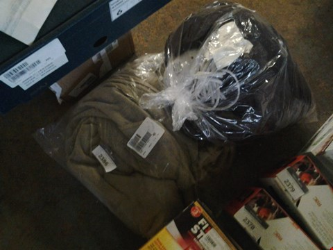 Lot 2386 HEATED BLANKET AND ANGEL PLUSH WRAP