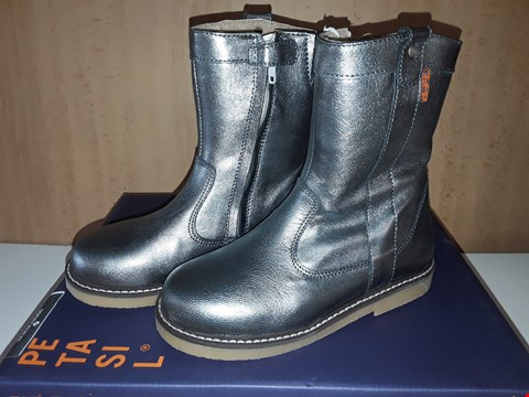 Lot 12802 BOXED PETASIL SIOUX CROMO SILVER BOOTS UK SIZE 11.5 JUNIOR