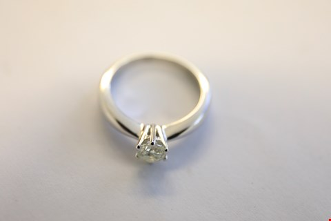 Lot 16 9ct WHITE GOLD SINGLE STONE CLAW SET HEAVY BAND DIAMOND RING 0.57ct RRP £2550