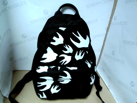 Lot 7074 MCQ ALEXANDER MCQUEEN MEN'S SWALLOW PRINT BLACK BACKPACK