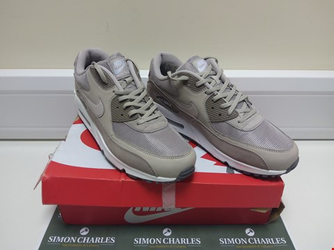 Lot 3011 BOXED NIKE AIR MAX 90 ESSENTIAL SIZE 11 MOON PARTICLE/WHITE TRAINERS SIZE 11