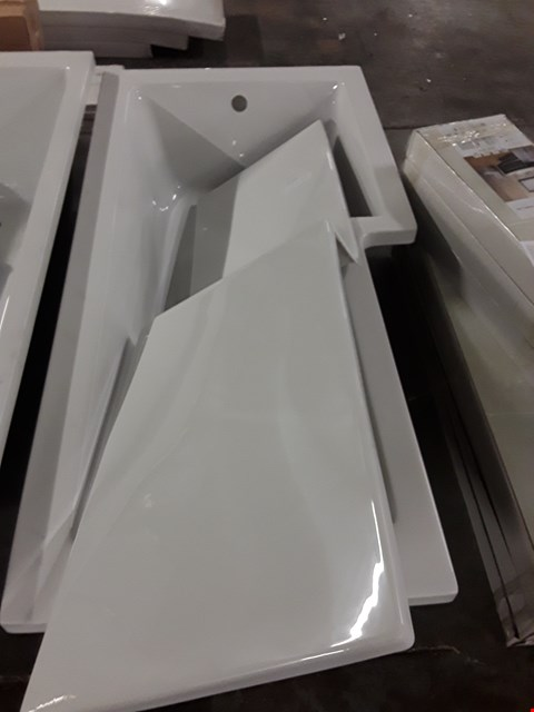 Lot 15 WHITE PREMIUM 1800 X 800 BATH INCLUDING LEG SET PLUS SIDE PANEL RRP £411