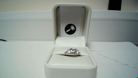 Lot 10 18CT WHITE GOLD RING SET WITH A DIAMOND AND BAGUETTES TO SHOULDERS, TOTAL WEIGHT +1.06CT  RRP £4650.00