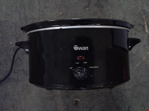 Lot 2312 LOT OF 2 ITEMS TO INCLUDE A SWAN 5.5L SLOW COOKER IN BLACK SF11041B AND A SWAN STEAM IRON SI50120 RRP £72