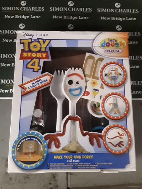 Lot 583 BOXED TOY STORY 4 MAKE YOUR OWN FORKY