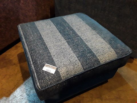 Lot 1011 DESIGNER JOHN FLEMING UPHOLSTERY CHATSWORTH STRIPED BLUE FABRIC SQUARE FOOTSTOOL