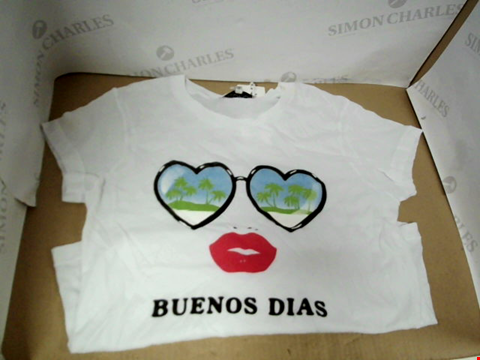 Lot 7062 WILDFOX BUENOS DIAS PINT WHITE T-SHIRT - SIZE SMALL