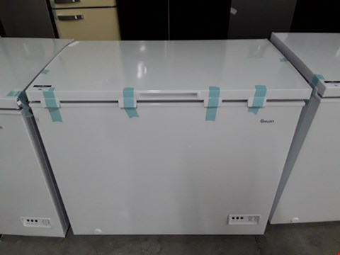 Lot 94 SWAN SR4170W 192 LITRE WHITE CHEST FREEZER  RRP £239.00