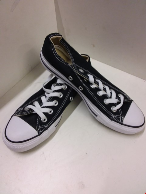 Lot 9016 CONVERSE ALL STAR LOW TOP CANVAS TRAINERS - BLACK/WHITE SIZE 5