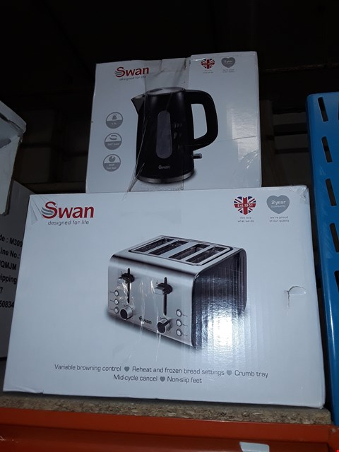 Lot 7911 SWAN STAINLESS STEEL KETTLE AND 4 SLICE TOASTER PACK RRP £69.99