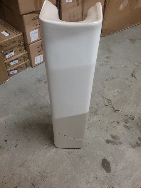 Lot 12800 BOXED SOLENE FULL PEDESTAL WHITE
