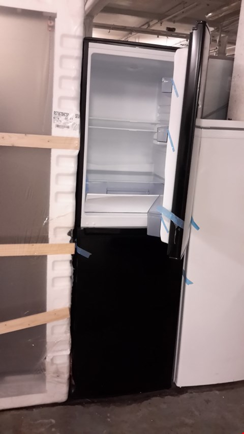 Lot 82 SWAN SR8160 172CM 50/50 FRIDGE FREEZER BLACK  RRP £349