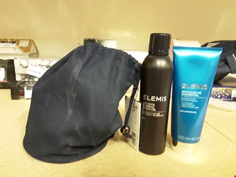 Lot 2061 ELEMIS THE GENTLE MAN GIFT SET CONTAINING ICE-COOL FOAMING SHAVE GEL AND REVITALISE ME SHOWER GEL